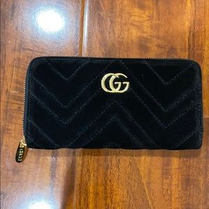 Gucci - Black Zipper Wallet